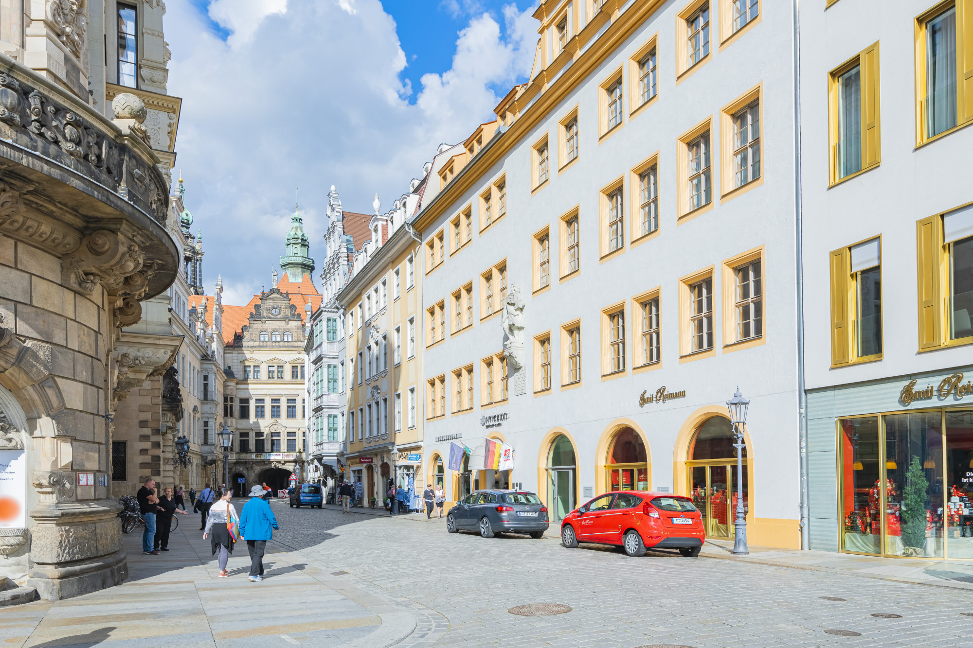 Located directly in the historic city center of Dresden, the metropolis on the River Elbe, the Hyperion Hotel Dresden am Schloss provided a great setting for the event.