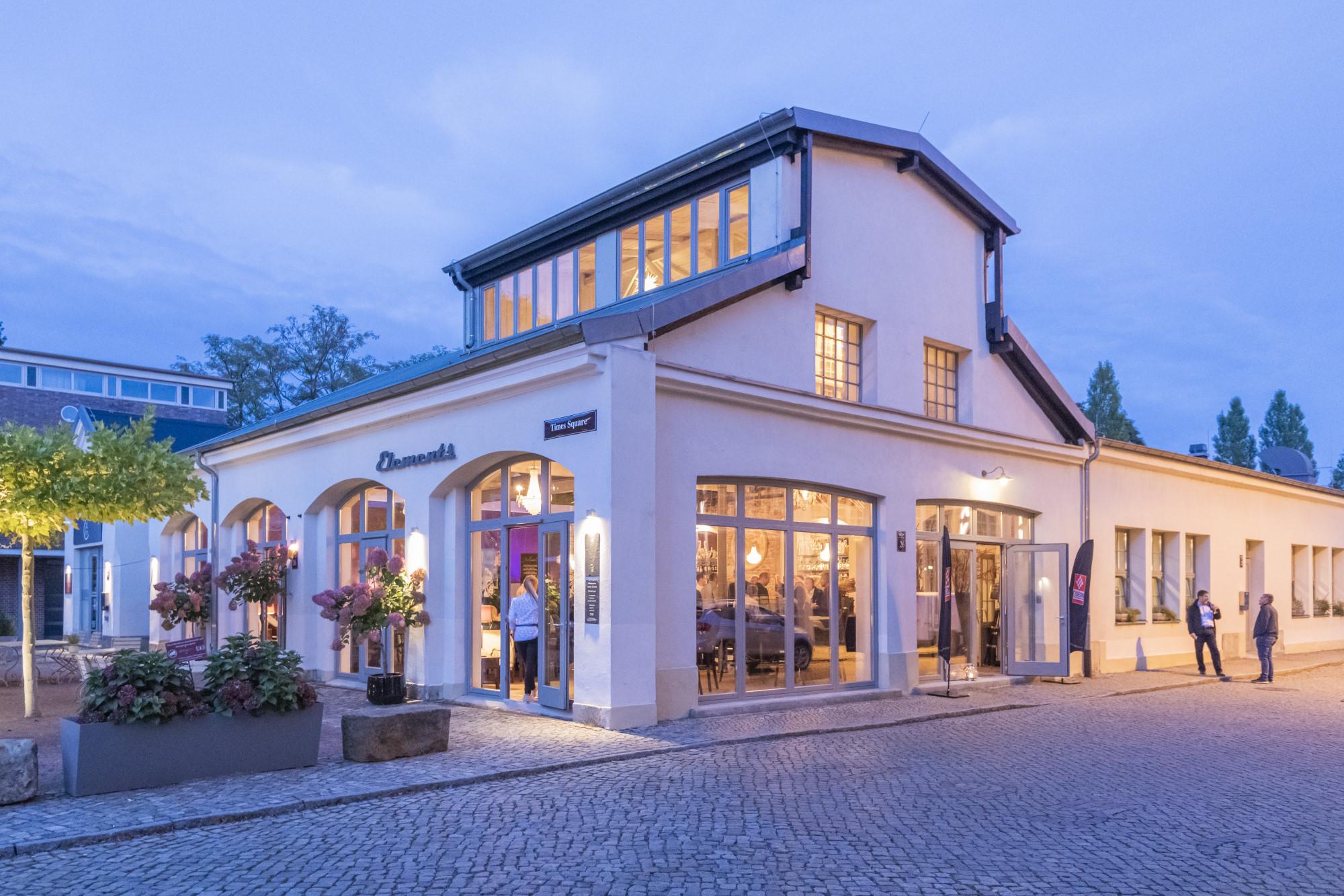 Das Abendevent fand im stilvollen ELEMENTS Deli & Restaurant direkt am Wasserfall in der Zeitenströmung Dresden statt.